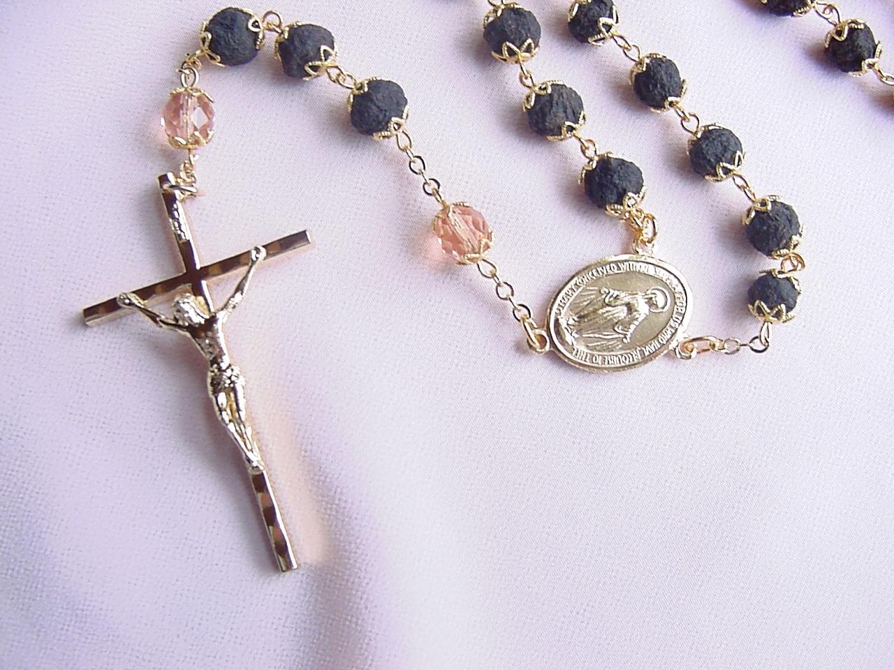 Rose petal rosary 100 rose petal rosary above pictured in gold tone izmirmasajfo